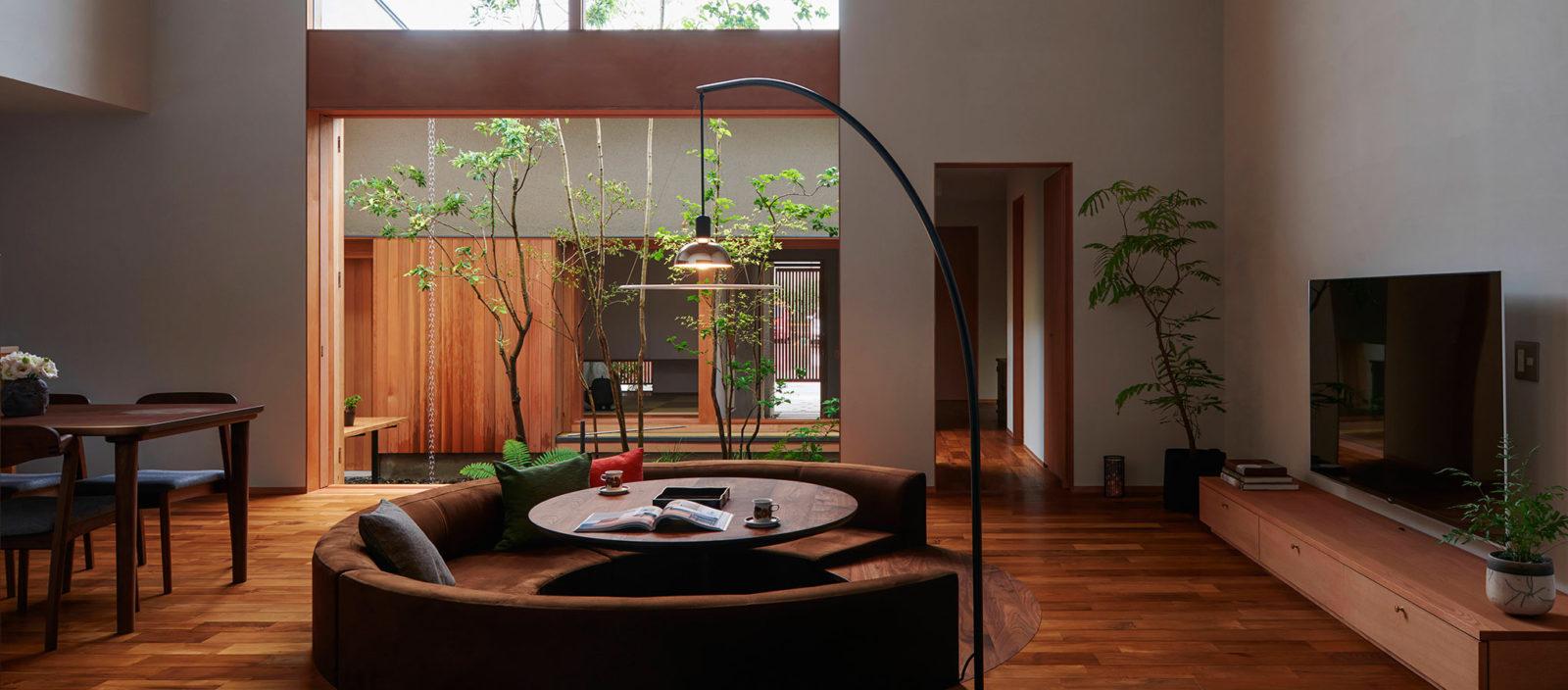 緑が心地よく迎えるのびやかな家
