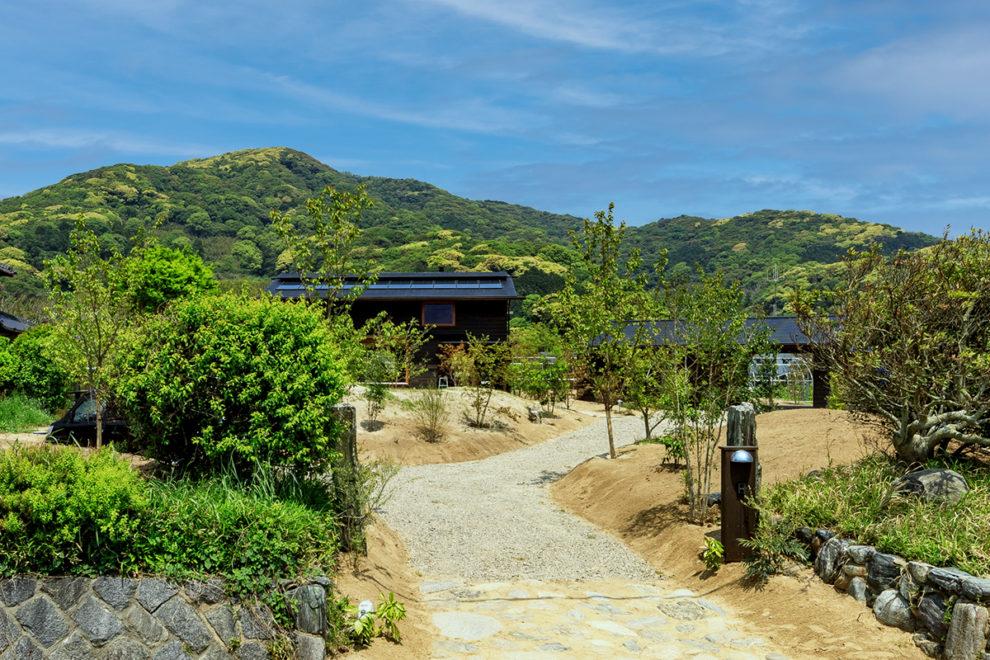 いちき串木野市大里で完成見学会  里山の四季に遊ぶ ガレージのある家