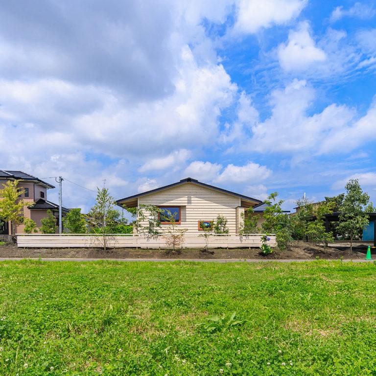 曽於市財部町で完成見学会 庭と繋がる 平屋の家 | シンケン