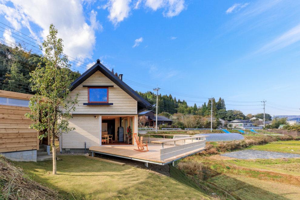 霧島市隼人町で完成見学会 小さな立地に建つ 三角屋根の家 | シンケン