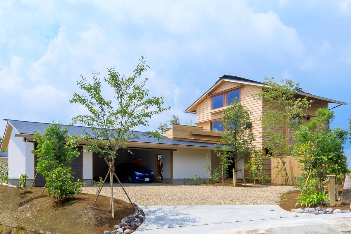 鹿児島市東坂元で暮らしの見学会 築4年、ガレージと桜島ダイニング   シンケン